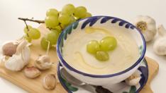 El ajoblanco es una receta extremeña muy parecida al gazpacho.