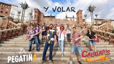 Los músicos en la Escalinata de Teruel, al comienzo del vídeo.