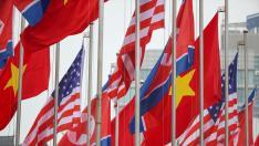 Banderas en Hanói para saludar la visita de Donald Trump y Kim Jong-un.