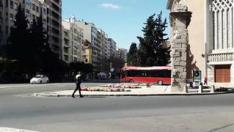 Ha ocurrido este viernes , a las 14.00 ,en la capital aragonesa. El conductor y sus acompañantes no han sufrido daños.