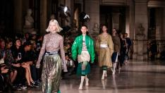 Paris (France), 30/09/2018.- Models present creations of the Spring/Summer 2019 Women's collection by Chinese designer Masha Ma during the Paris Fashion Week, in Paris, France, 30 September 2018. The presentation of the Women's collections runs from 24 September to 02 October. (Moda, Francia) EFE/EPA/CHRISTOPHE PETIT TESSON Mashama - Runway - Paris Fashion Week S/S 2019