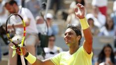 Tennis - French Open - Roland Garros, Paris, France - May 27, 2019. Spain's Rafael Nadal greets the crowd after winning his first round match against Germany's Yannick Hanfmann. REUTERS/Vincent Kessler [[[REUTERS VOCENTO]]] TENNIS-FRENCHOPEN/NADAL