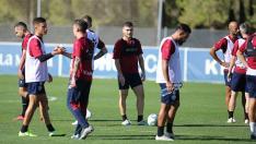 Javi Galán mira al frente durante un entrenamiento.