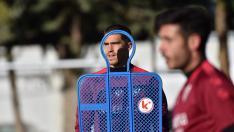 Rubén Yáñez, durante el entrenamiento de la SD Huesca de este martes.