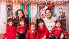 Vanesa Plo y Diego Hernando con sus cinco hijas pequeñas.