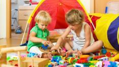Niños jugando en su habitación