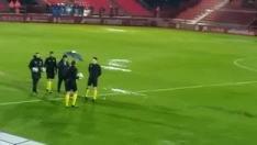 Anduva presenta enormes lagunas a causa de las precipitaciones que no cesan desde las 4 de la tarde en Miranda de Ebro y el árbitro y los dos clubes acuerdan aplazar el partido.