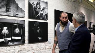 Exposición de Manu Brabo sobre el cáncer de mama
