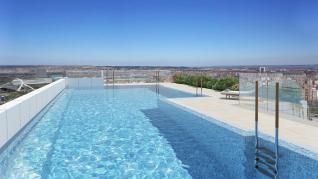 La piscina de Torre Zaragoza situada en el piso 18.