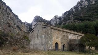 La procesionaria invade el Monasterio de Obarra.