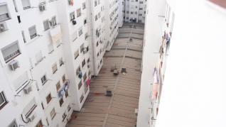 Una bebé cae de un quinto piso en Las Delicias