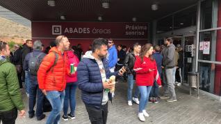 La afición del Huesca, rumbo a Madrid.