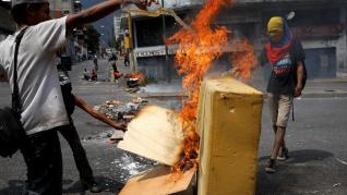 Venezuela protesta por los cortes de luz y agua.