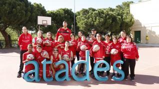 Fran Vázquez, con los futuros campeones de Atades