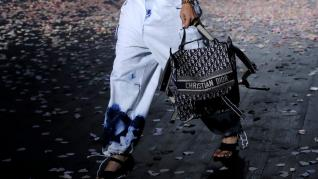 Los desteñidos ochenteros vuelven. Modelo de Dior.
