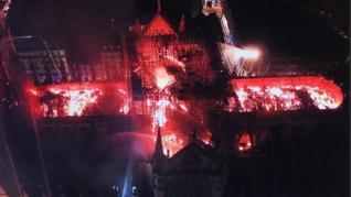 El incendio de la catedral de Notre Dame, desde un dron.
