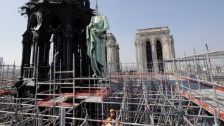 Traslado de estatuas de la catedral de Notre Dame