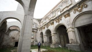 Cosa: rescate de la iglesia y gusto por la paella valenciana hecha en casa