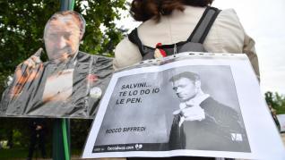 Salvini y Le Pen escenifican su afinidad en el cierre de campaña para las elecciones europeas en Milán