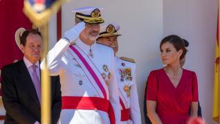 Los reyes presiden el desfile del Día de las Fuerzas Armadas en Sevilla.