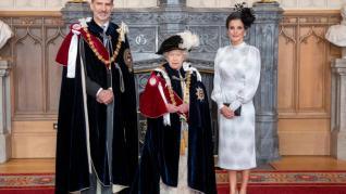 Los Reyes, junto a Isabel II