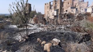 Un incendio devasta el pueblo deshabitado de Guardia
