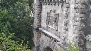 El túnel ferroviario de Somport ya sin el escudo franquista