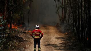 Portugal pide ayuda y España manda dos aviones para combatir los incendios.