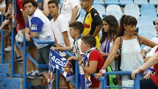 La afición durante el encuentro Real Zaragoza - Alavés del Trofeo Ciudad de Zaragoza-Memorial Carlos Lapetra