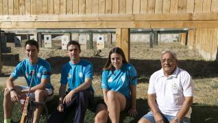 Pablo Turón, Miguel Pérez Tablado, Elena Pérez Pueyo y Ángel Giménez, en las instalaciones del Club de Tiro Zaragoza