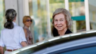 La familia del rey emérito acude al hospital tras su traslado a planta