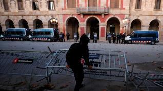 Disturbios frente al Parlament de Cataluña durante la Diada.