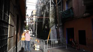 """El Ayuntamiento derriba la fachada y el andamio del inmueble en """"estado de ruina"""" de Pignatelli"""