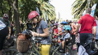 Familias a pie, en bici o en patines dan el pistoletazo de salida a la semana de la movilidad de Zaragoza