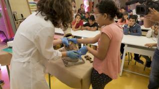 La Escuela de Conservación y Restauración de Aragón ha organizado este miércoles un taller didáctico para alumnos de 5º de Primaria del colegio El Parque de Huesca.