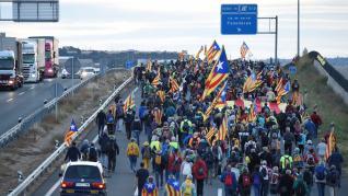 Miles de independentistas se han ido sumando a las cinco 'Marchas por libertad' que avanzan desde distintos puntos de Cataluña hacia Barcelona, a donde llegarán este viernes.