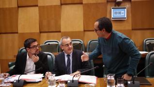 Cubero llama racista y homófobo a Julio Calvo en la comisión de Hacienda y María Navarro le llama tres veces la atención.