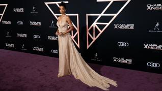 Los actores y actrices invitados lucieron vestidos que sorprendieron en la alfombra roja previa al estreno de la película. Especialmente llamativas estaban las actrices Laverne Cox y Ella Balinska.