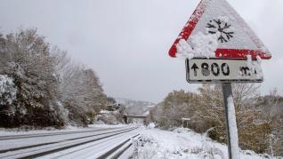 La nieve dificulta la circulación en más de 40 carreteras en Lugo.