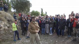Más de doscientas personas recrean cómo fue la vida en la posición de Fonz durante la Guerra Civil en la I Trinchera Viva.