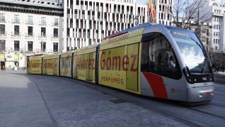El tranvía de Zaragoza se viste de publicidad