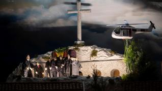 La exhumación de Franco, el abrazo del pacto entre Pedro Sánchez y Pablo Iglesias, el juicio del 'procés' o la boda de Sergio Ramos y Pilar Rubio son este año los grandes atractivos del Belén de Valga (Pontevedra). Compuesto por más de 4.000 figuras, cada