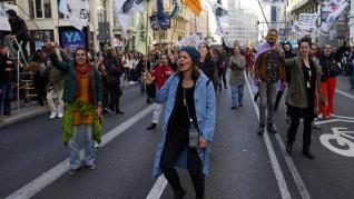 Extinction Rebellion corta la Gran Vía de Madrid contra el cambio climático
