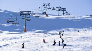 Las siete estaciones de Aragón han abierto este sábado 245 kilómetros con unas condiciones de nieve espectaculares.
