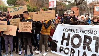 Concentración convocada por los vecinos de Hortaleza.