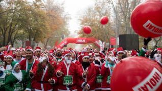 Más de 6.000 papás Noel desafiaron la niebla y el frío en Madrid