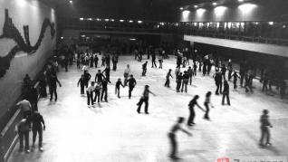 Imágenes de la pista de hielo 'El Ibón' en 1974.