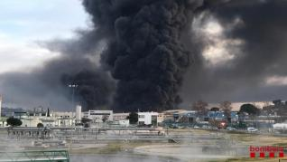 Una imagen del incendio difundida por los Bomberos de la Generalitat.