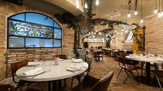 El restaurante El Real de Zaragoza ha cumplido 25 años con una renovación del local y una fiesta para celebrarlo