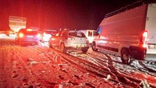 Estado del Monrepós este jueves por la noche, totalmente colapsado por el mal estado de la carretera a causa de la nieve